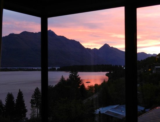 Larch Hill Homestay Bed and Breakfast: Sunset from the guest lounge
