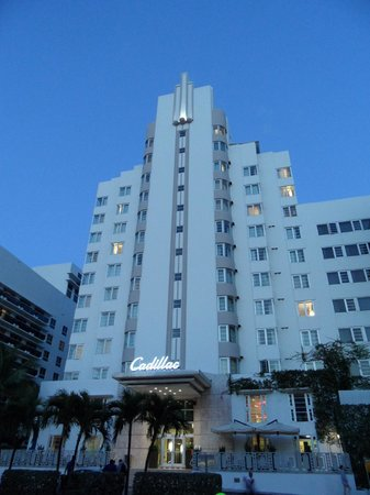 Courtyard Cadillac Miami Beach/Oceanfront: Oceanfront entrance
