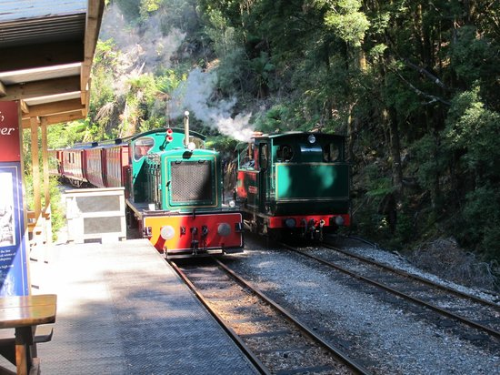 West Coast Wilderness Railway: Change over, steam to diesel