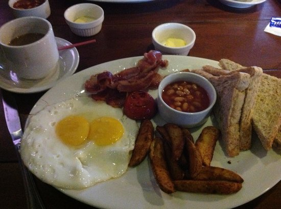Red Planet Mabini: Great Breaky in Irish Pub