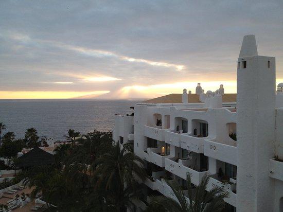 Hotel Jardín Tropical: Blick gegen La Gomera