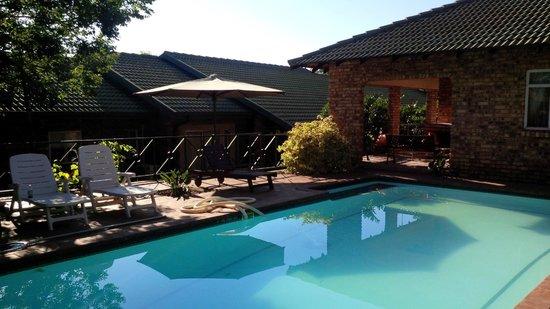 Emoyeni Lodge: Pool