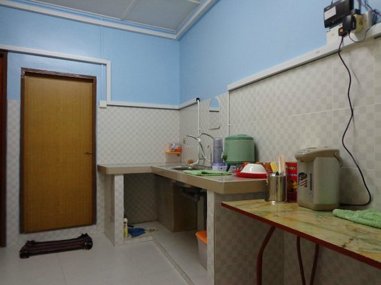 My Golden Bear : family kitchen