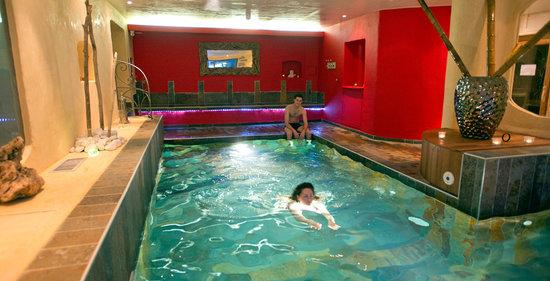 Osses, France: la piscine