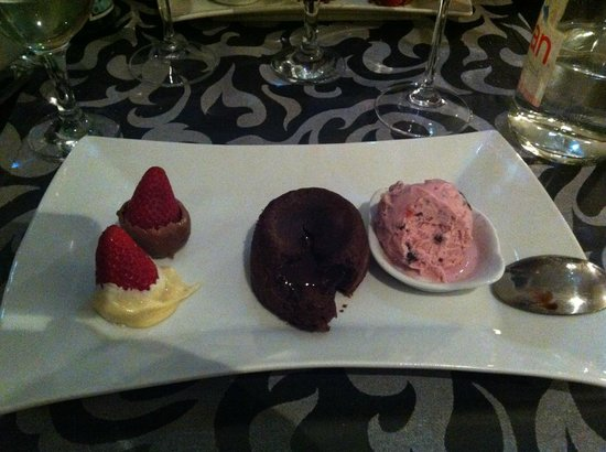 Les Terrasses de Saumur Restaurant : Dessert : chocolat et fraise