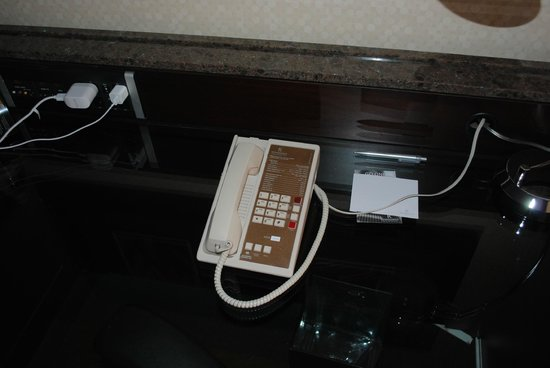Renaissance Phoenix Downtown Hotel: 1970s phone