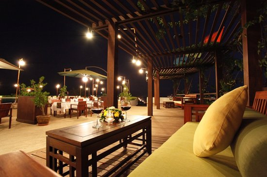 SKYY LOUNGE at Luangprabang View Hotel: getlstd_property_photo