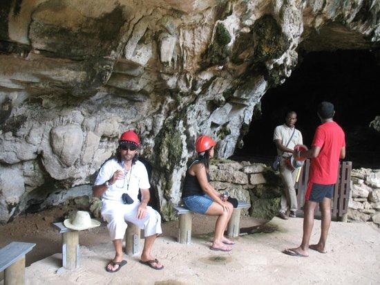 Mamy Cherie Restaurant Rodrigues: La caverna del parco delle tartarughe
