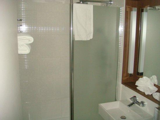Campanile Saint Malo - Saint Jouan Des Guérets : Salle de bains