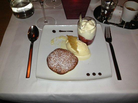 Poisson: Souffle mit Tahiti-Vanille-Eis, Blutorangenfiltes mit leichter Vanillesahne
