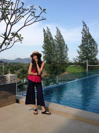 Dhevan Dara Resort & Spa Hotel: สระว่ายน้ำ บรรยากาศดี สวยงาม
