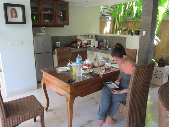 The Buah Bali Villas: Kitchen and table area