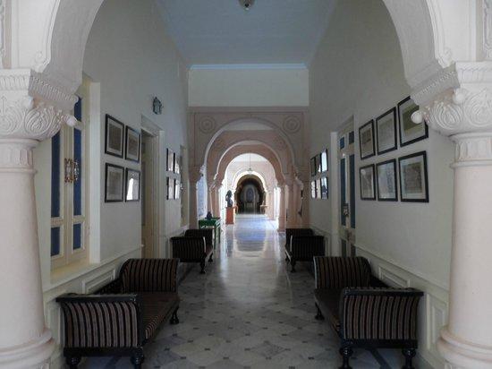 Lallgarh Palace: Corridor