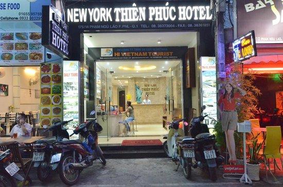 New York Thien Phuc Hotel: Hotel gate