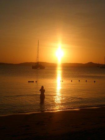 ibis Samui Bophut: Levé du soleil sur la plage de l hotel