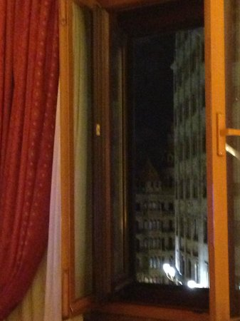 Hotel Avenida Palace: inner/outdoor window