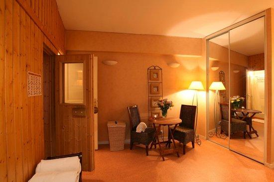 Villa Des Impressionnistes : Salle de détente à côté du sauna