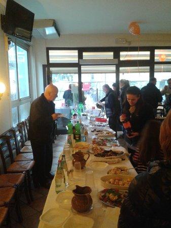 Pizzeria Ristorante Caminetto: Tanto cibo e bevande