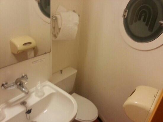 Premiere Classe Le Mans Centre - Palais Des Congres : acces aux toilettes. . restreint!