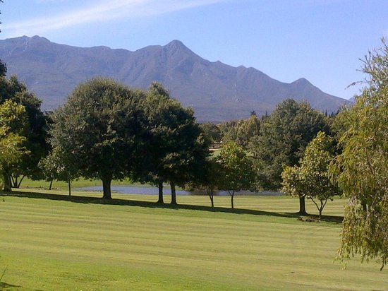 แฟนคอร์ท โฮเต็ล: View from the patio of the house in Fancourt we stayed in