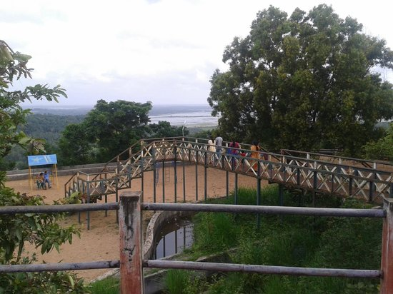 Thrissur, Indien: Hill top..Childrens play area