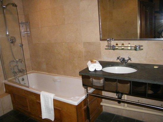 The Greyhound Inn: Deluxe Bathroom