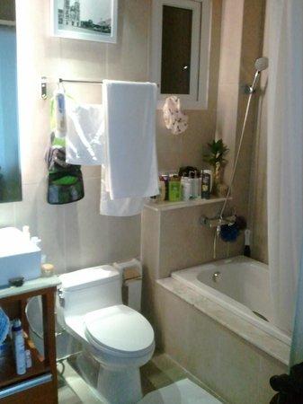 Angela Boutique Serviced Residence : Coin salle de bain