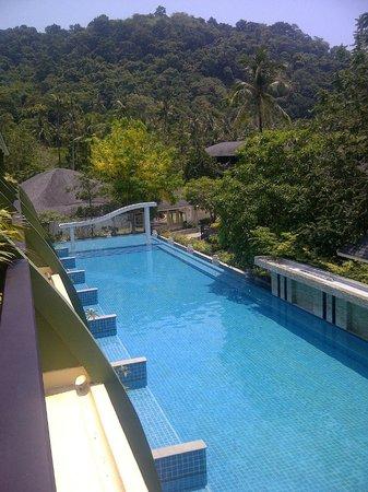 Mercure Koh Chang Hideaway Hotel: The long pool