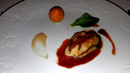 Hostellerie de Plaisance Restaurant : Huître Spéciale Gilardeau Grillée, Pieds et Oreilles de Cochon, Truffe Noire, Champignons,
