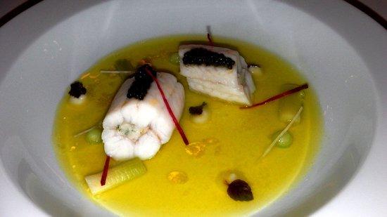 """Hostellerie de Plaisance Restaurant : Sole de """"Petit Bâteau"""" Pochée, Caviar Sturia """"Sélection Prestige"""", Jeune Poireau, Concombre et J"""