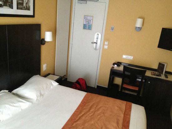 Hotel Bastille Speria : The front of the room