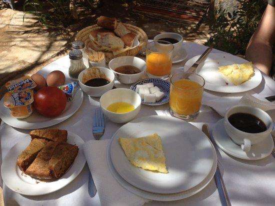 Chez Youssef: Sehr ausgiebiges und leckeres Frühstück!