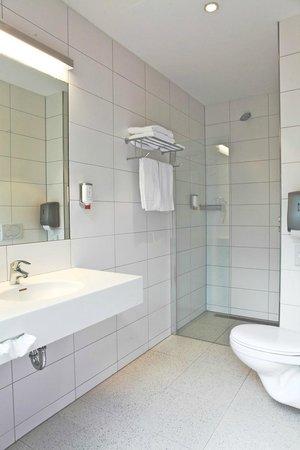Hotel Aalsmeer: Bathroom