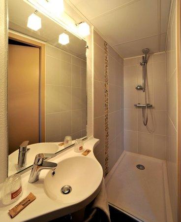 Hôtel balladins Limoges : Salle de bains