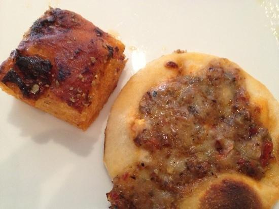 Echo : vege mini pizza and focaccia with sun dried tomato