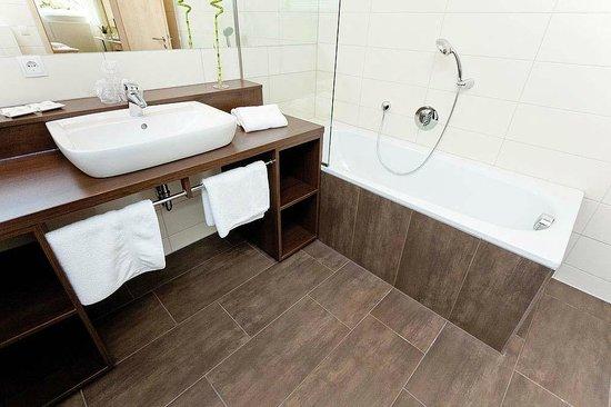 Familien und Gesundheitshotel Villa Sano: Badezimmer in den Suiten