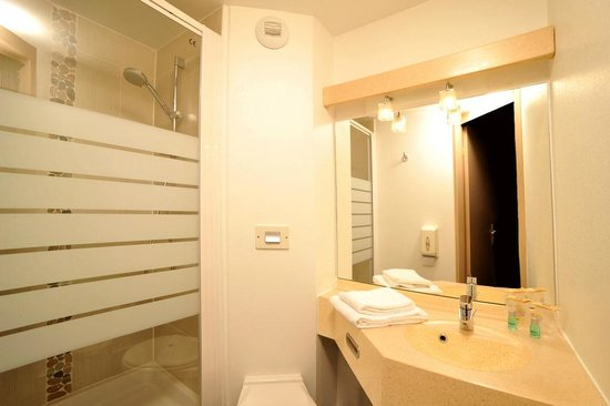 Hôtel balladins Champigny-sur-Marne : Salle de bain