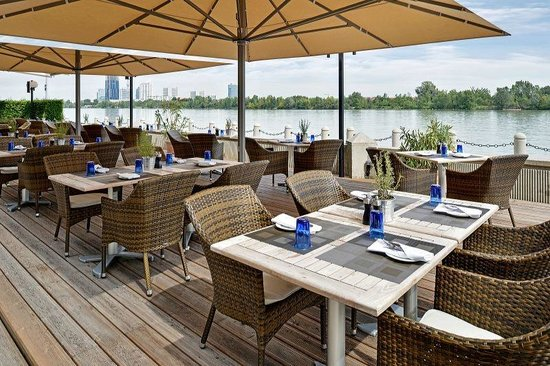 Waterfront Kitchen: Waterfront Terrace