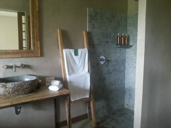 Mathis Retreat: The Bathroom