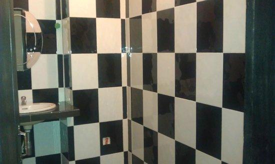 Bou Savy Guest House: The bathroom