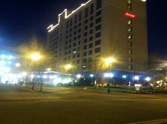 Newport News Marriott at City Center: Outer view at night.