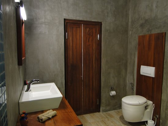 Thaproban Pavilion Resort and Spa: Bathroom