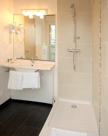 Hôtel balladins Lille : Salle de bains