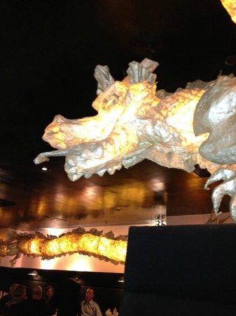 ShunLee West: Dragons around the restaurant