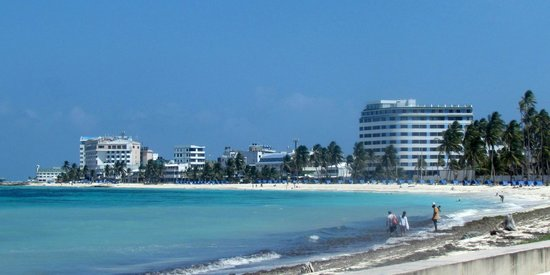 Royal Decameron Aquarium: Beach about 10 minutes away by foot