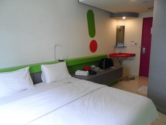 โรงแรม ป็อป! ทูกู ยอกยาการ์ตา: Our room..