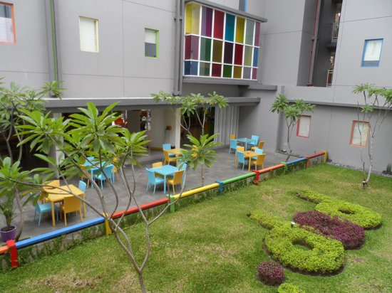 POP! Hotel Sangaji Yogyakarta: Breakfast/chill out area