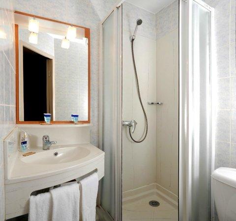 Salle de bain picture of hotel balladins torcy torcy - Hotel salle de bain ...
