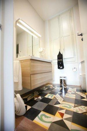 B&B Quadrat d'Or: Bathroom of the Gaudi room.