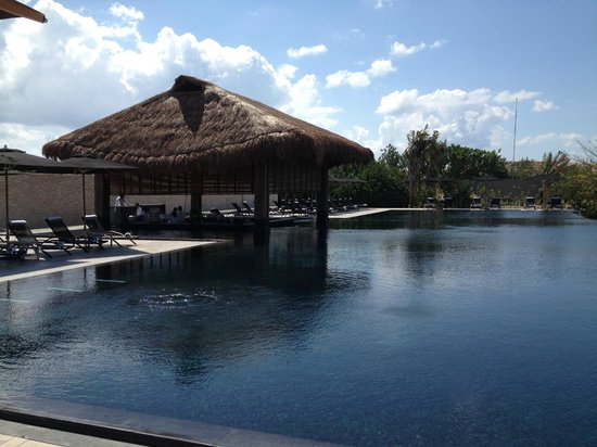 NIZUC Resort and Spa: pool area
